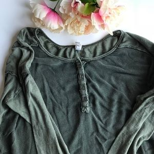 💚 We The Free Olive Green Henley 💚